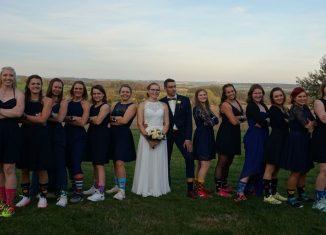 Brautpaar und Mannschaft